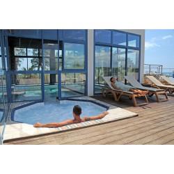 Jacuzzi à ciel ouvert chauffé à l'eau de mer - Soin d'Hydrothérapie - Riva Bella Thalasso en Corse