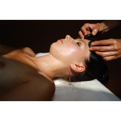 """Met warme stenen"" Massage - Specifieke massages - Riva Bella Thalasso in Corsica"