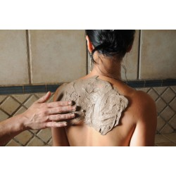 Application au ghassoul (argile hypoallergénique) - Soins en Hammam - Riva Bella Thalasso